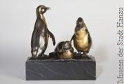 Drei Pinguine, 1911 August Gaul Bronze, vergoldet, Schenkung Irmgard und Werner Küpper, Berlin, Museen der Stadt Hanau  | Tierarztpraxis-Hanau.de